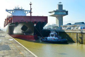 Primer tránsito de un barco de 10,500 TEU`s, Valparaíso Express por las esclusas de Cocolí.